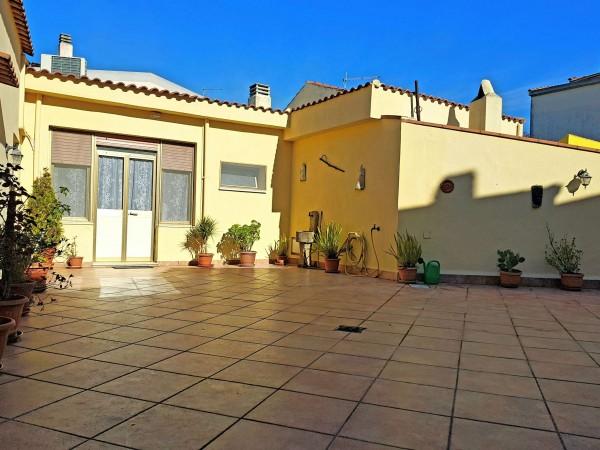 Casa indipendente in vendita a Dolianova, Ingresso Paese, Arredato, con giardino, 120 mq