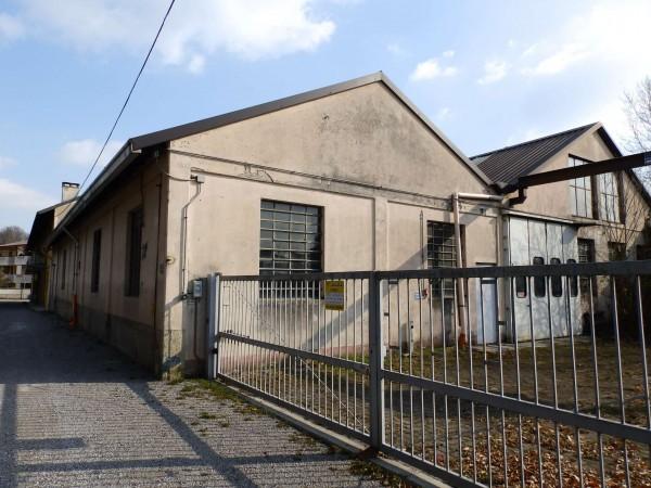Locale Commerciale  in vendita a Lazzate, 1060 mq