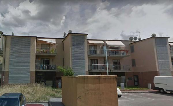 Appartamento in vendita a Prato, 67 mq