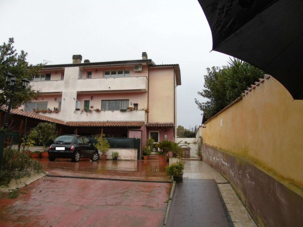 Appartamento in vendita a Roma, Colle Dei Pini, Con giardino, 45 mq