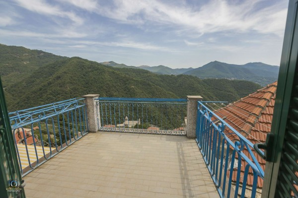Casa indipendente in vendita a Genova, Con giardino, 50 mq