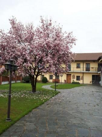 Appartamento in vendita a Orbassano, Con giardino, 140 mq