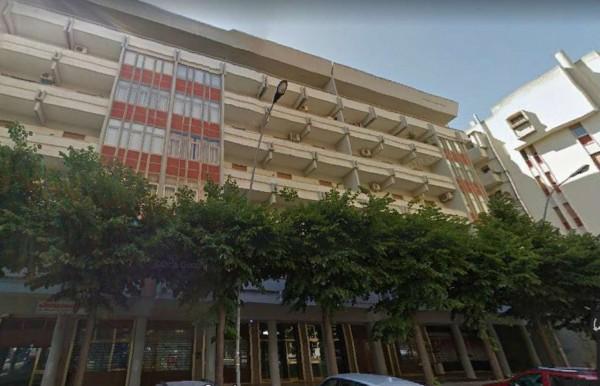 Locale Commerciale  in vendita a Lecce, Partigiani, 80 mq