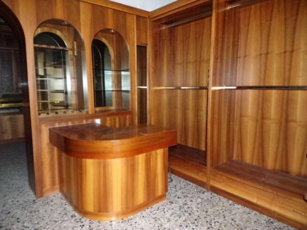 Negozio in affitto a Forlì, Centro Storico, 70 mq