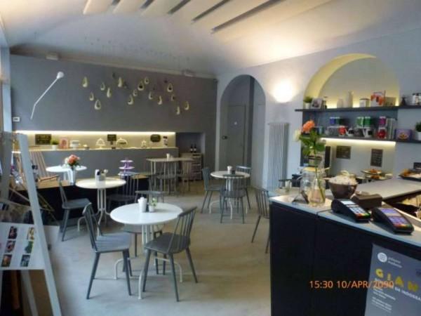 Negozio in affitto a Torino, Via Della Rocca, 70 mq