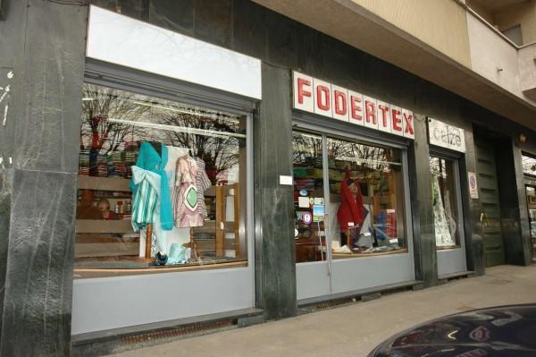 Locale Commerciale  in vendita a Torino, Largo, Arredato, 60 mq - Foto 2