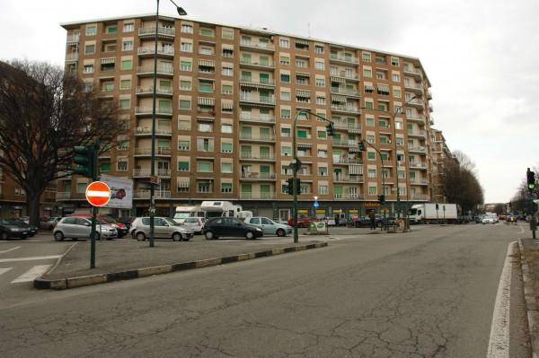 Locale Commerciale  in vendita a Torino, Largo, Arredato, 60 mq - Foto 4