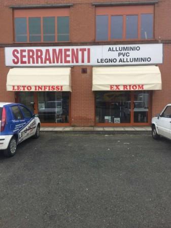 Locale Commerciale  in vendita a Leinì, Arredato, 100 mq