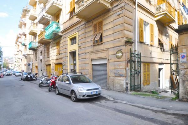 Locale Commerciale  in affitto a Genova, Sestri Ponente, 110 mq