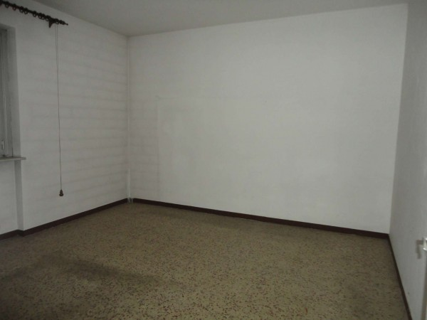 Appartamento in vendita a Alessandria, Pacto, 90 mq