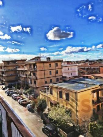 Appartamento in vendita a Roma, Torre Angela, 60 mq