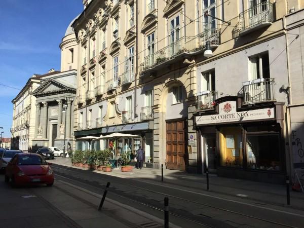 Locale Commerciale  in vendita a Torino, Arredato, 300 mq
