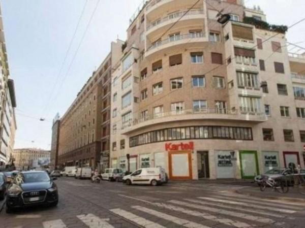 Locale Commerciale  in vendita a Milano, Turati, 200 mq - Foto 1