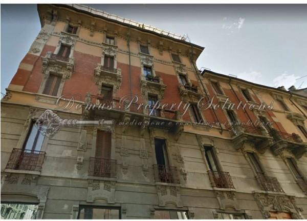 Locale Commerciale  in vendita a Milano, 215 mq