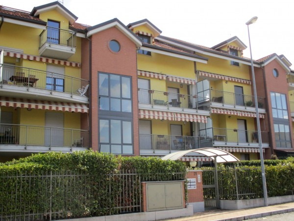 Appartamento in affitto a La Loggia, Pressi Viale A. Maina, Con giardino, 70 mq