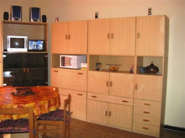 Appartamento in vendita a Imperia, 76 mq