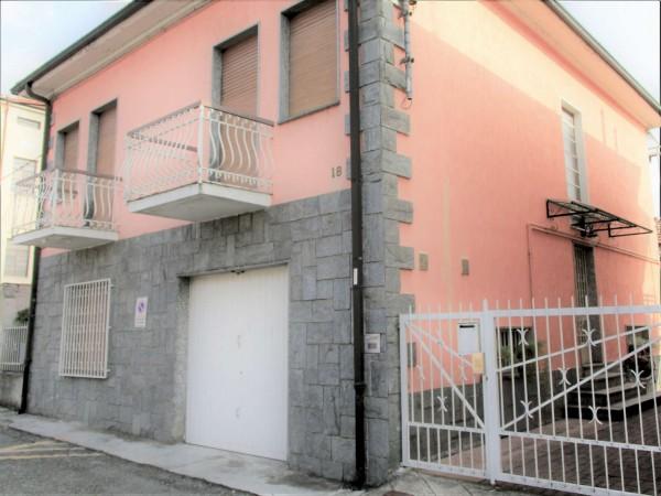 Casa indipendente in vendita a Nichelino, Oltrestazione, Con giardino, 135 mq
