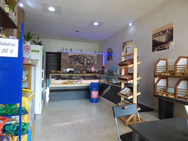 Locale Commerciale  in vendita a Borgaro Torinese, Centro, Arredato, 40 mq