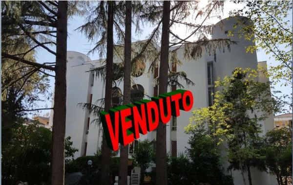 Appartamento in vendita a Roma, Con giardino, 57 mq