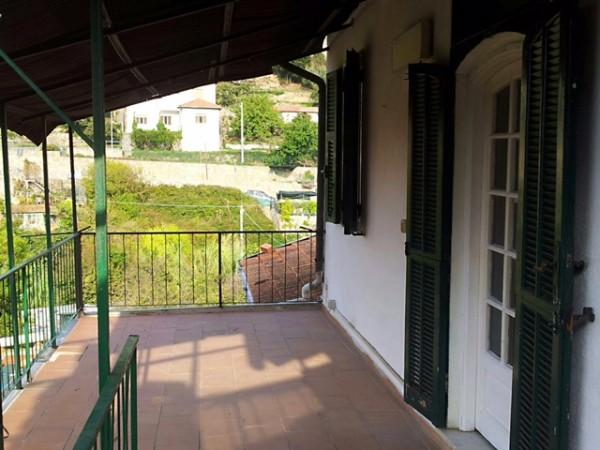 Appartamento in vendita a Imperia, 65 mq