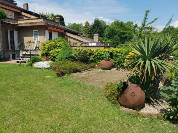 Villa in vendita a Bregano, Arredato, con giardino, 145 mq
