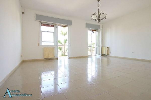 Appartamento in vendita a Taranto, Residenziale, Con giardino, 130 mq