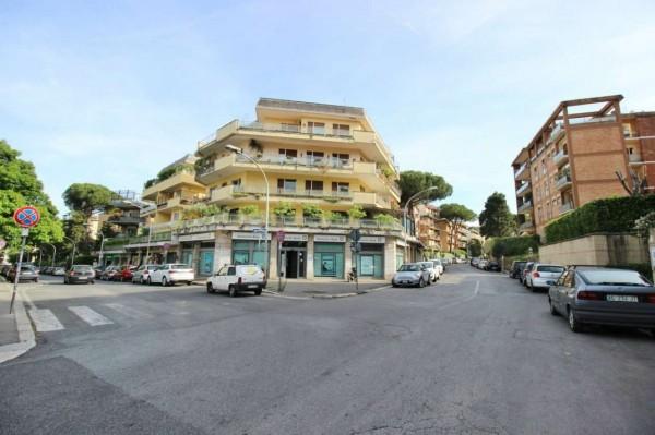 Negozio in vendita a Roma, Farnesina, 165 mq