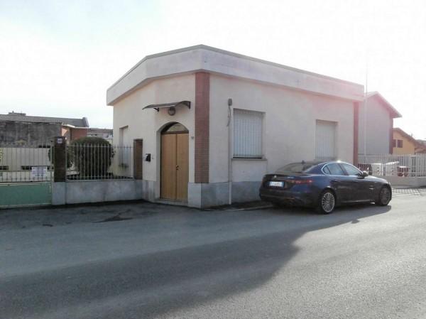 Locale Commerciale  in vendita a Grugliasco, 500 mq
