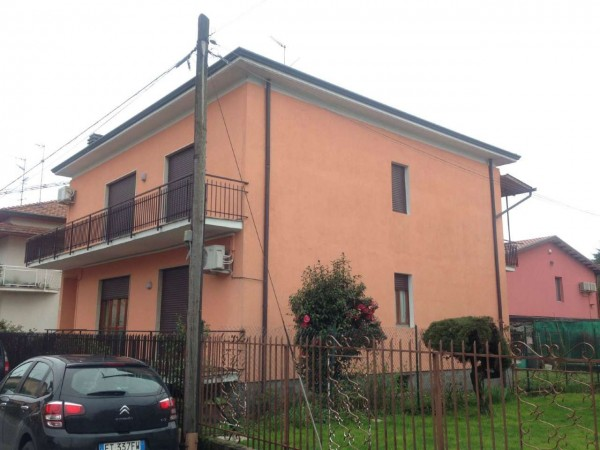 Casa indipendente in vendita a Cardano al Campo, Arredato, con giardino, 285 mq