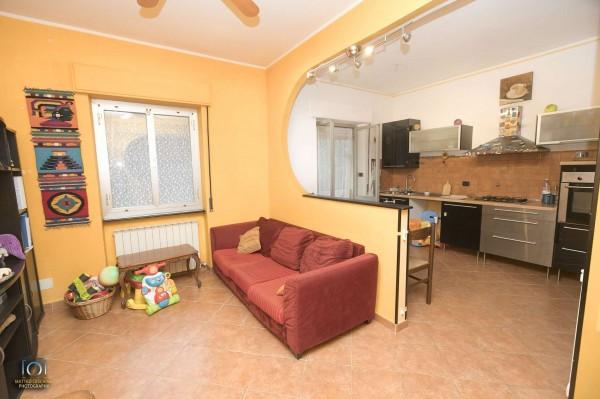 Appartamento in vendita a Genova, Con giardino, 60 mq