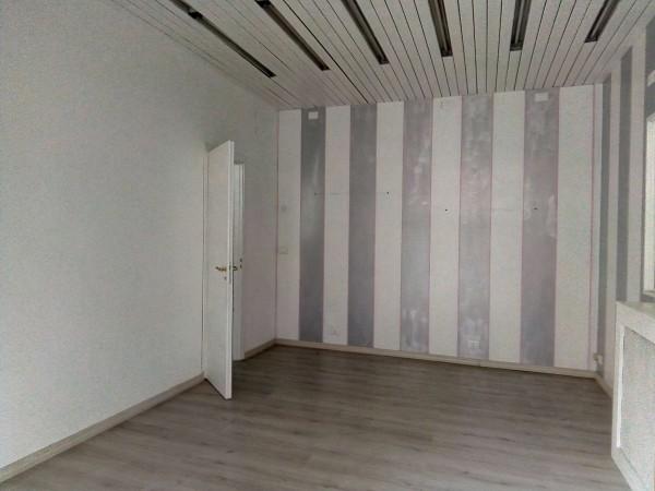 Negozio in affitto a Torino, San Salvario, 69 mq