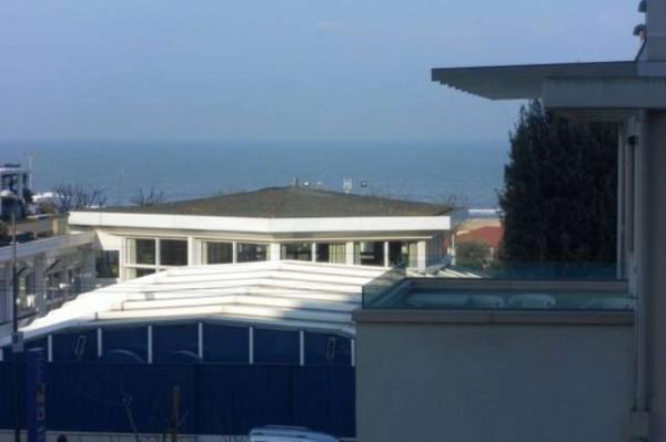 Appartamento in vendita a Riccione, 130 mq