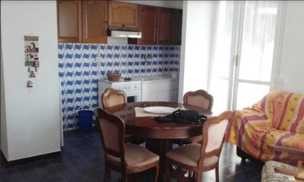 Appartamento in vendita a Imperia, 50 mq