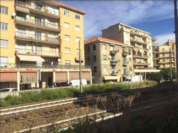 Appartamento in vendita a Imperia, 90 mq - Foto 1