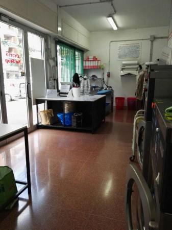 Locale Commerciale  in vendita a Roma, Nuovo Salario, Arredato, 40 mq