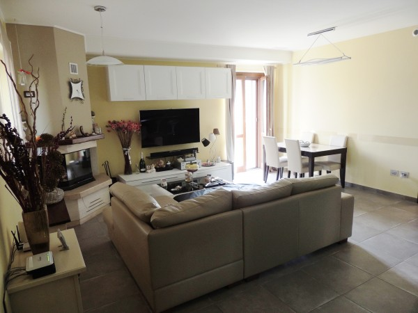 Appartamento in vendita a Spoleto, Periferia, Con giardino, 65 mq