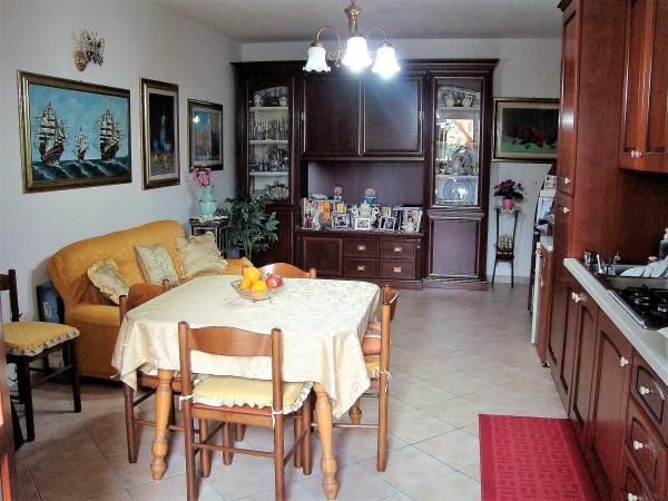 Trilocale in vendita a Oristano, Semi-centro, Con giardino, 78 mq