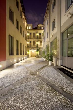 Locale Commerciale  in affitto a Milano, Navigli - Porta Genova, 431 mq