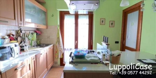 Appartamento in vendita a Siena, 102 mq