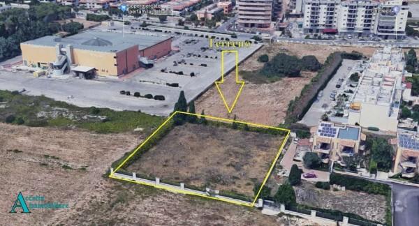 Locale Commerciale  in vendita a Taranto, Residenziale, 2000 mq