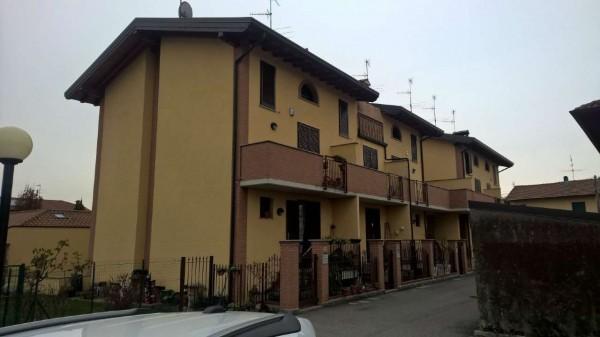 Villetta a schiera in affitto a Corbetta, Pobbia, Con giardino, 240 mq