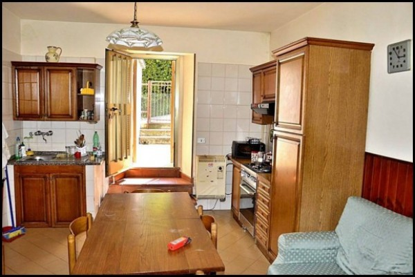 Appartamento in vendita a Spoleto, Prima Periferia, 85 mq