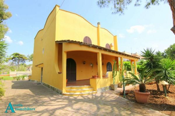 Villa in vendita a Taranto, Residenziale, Con giardino, 213 mq