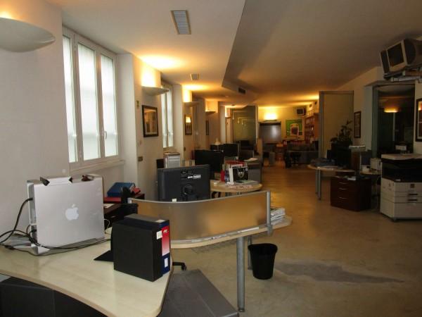Locale Commerciale  in affitto a Milano, Tortona Savona, 250 mq