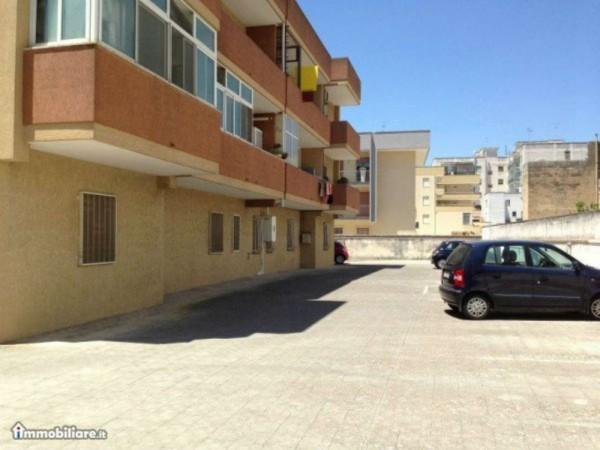 Appartamento in vendita a Lecce, Via Taranto, Arredato, con giardino, 55 mq