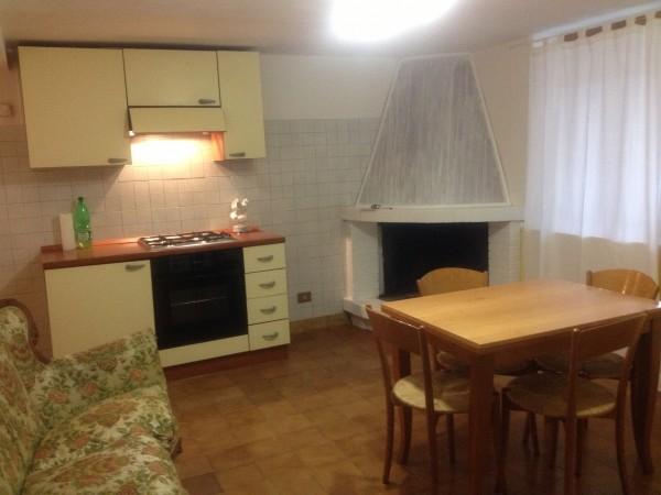 Appartamento in vendita a Spoleto, Periferia, Con giardino, 75 mq