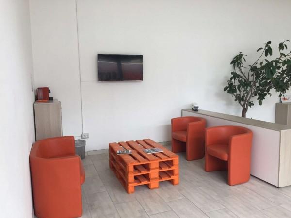 Locale Commerciale  in affitto a Milano, Corvetto, 61 mq