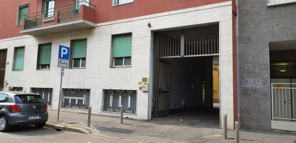 Locale Commerciale  in affitto a Milano, 155 mq