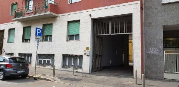Locale Commerciale  in vendita a Milano, 155 mq