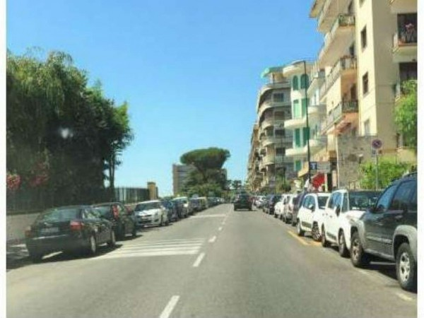 Appartamento in vendita a Napoli, 130 mq